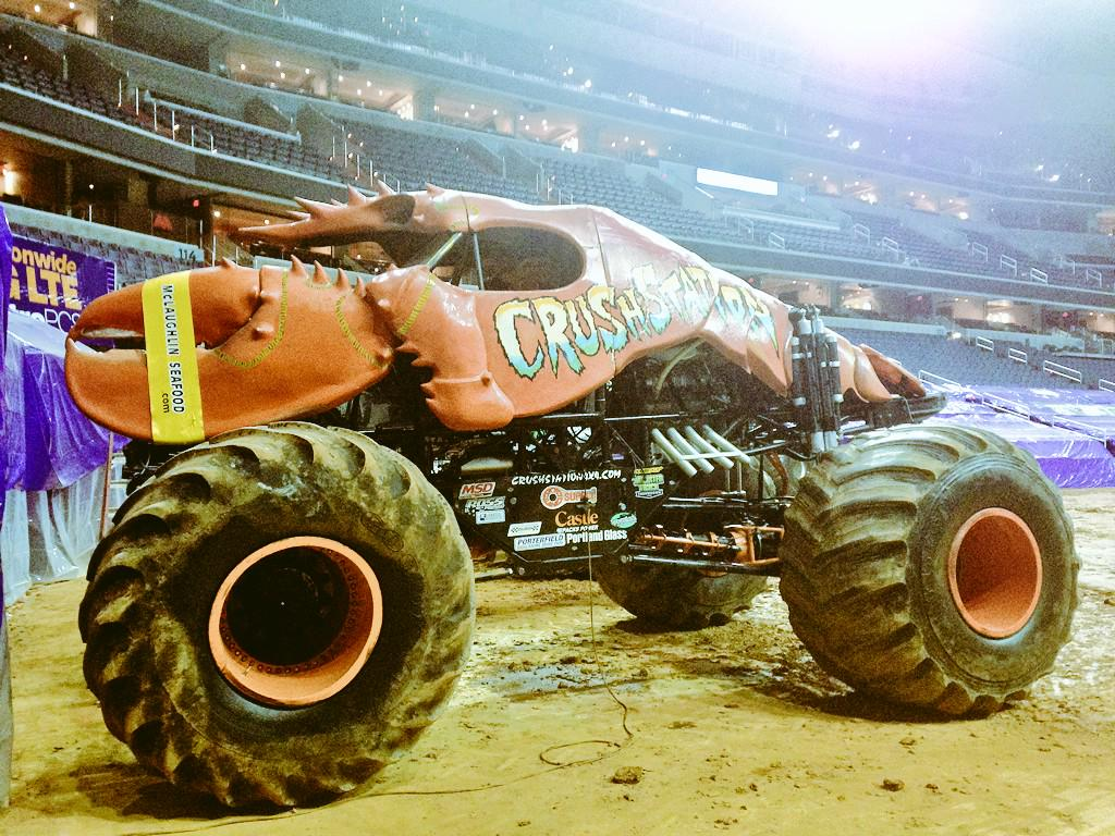 RT @etoilee8: Here's a #monstertruck that looks like a lobster.  You're welcome.  #work http://t.co/Z7pM5pkuSD