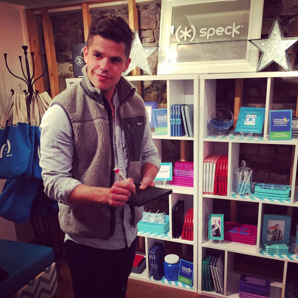 Thanks @charlie_carver for the signature benefitting @ChildrensLA! Another one on #teamspeck at #sundance. http://t.co/A1c1qRtlWs