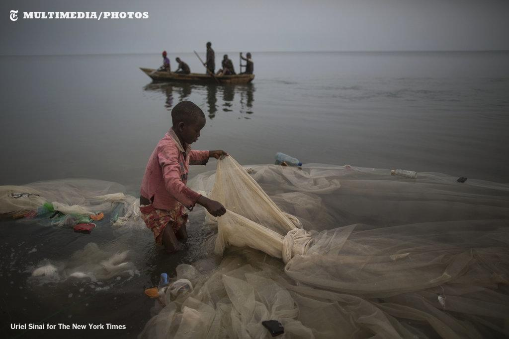 OOPS! Mosquito nets in Africa trap much more underwater life than traditional fishing nets. http://t.co/DU4K5hdH4o http://t.co/3kIcAN3SZq""