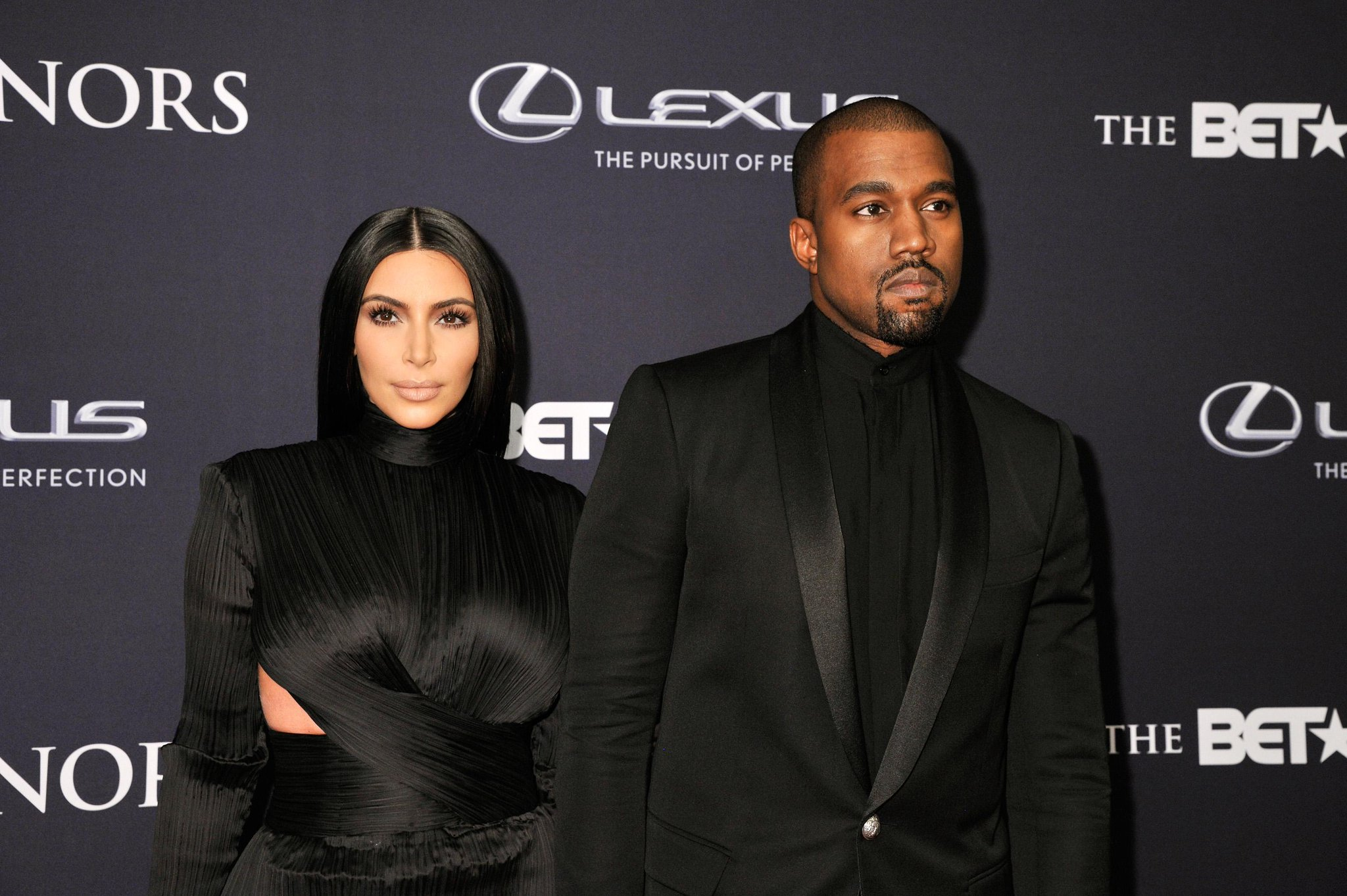 That time @KimKardashian and @kanyewest looked like perfect @Balmain dolls on the red carpet: http://t.co/bTXyEObLZU http://t.co/qPTLXbw7Zh