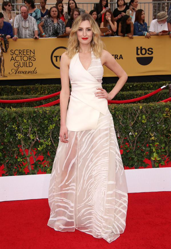 She looks fab in @ThakoonNY! RT @Grazia_Live: Laura Carmichael is radiant in white #SAGAwards http://t.co/4Le7Ywma71 http://t.co/8IB0LrMk6M