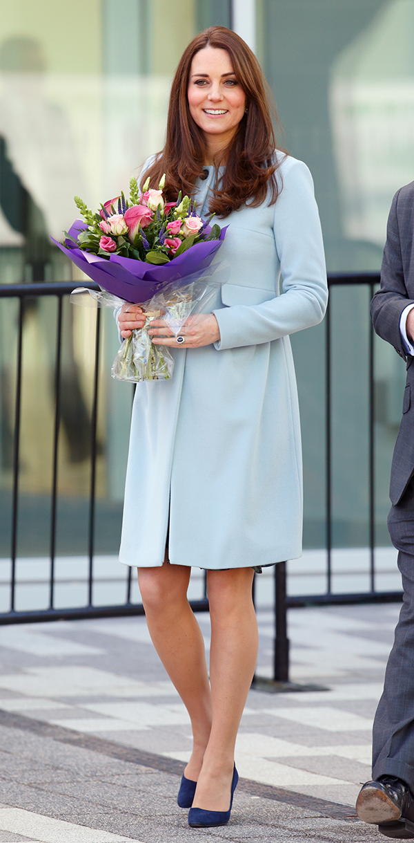 Duchess Kate dazzles in a pretty pale blue coat for three events in Kensington: http://t.co/4TJFSYISlm #KateMiddleton http://t.co/K5O4jLG9BD