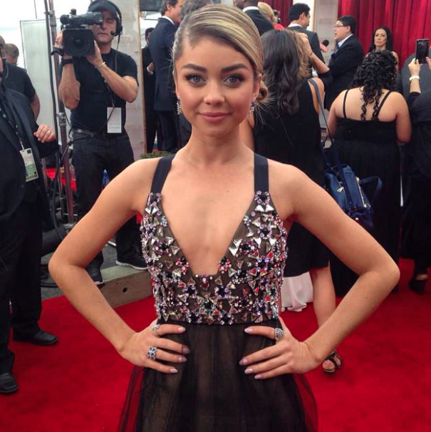 .@Sarah_Hyland is looking fab in a custom-made @VeraWangGang gown. Stay tuned for more #SAGAwards (pic: @ENews) http://t.co/LY1IchX8rp
