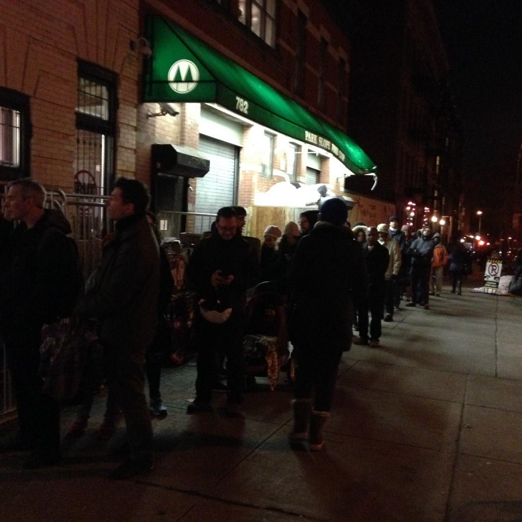 Biggest snowstorm since 1996 = panic in park slope. Check out this line of ppl looking to get into @foodcoop http://t.co/jfS82tFfC6