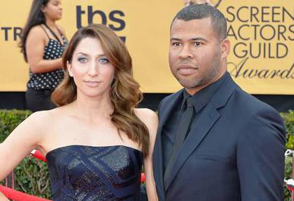#ChelseaPeretti & #JordanPeele are beautiful in blue on the #SAGAwards red carpet! http://t.co/kDAru39qjk http://t.co/b4Q2raF5KC