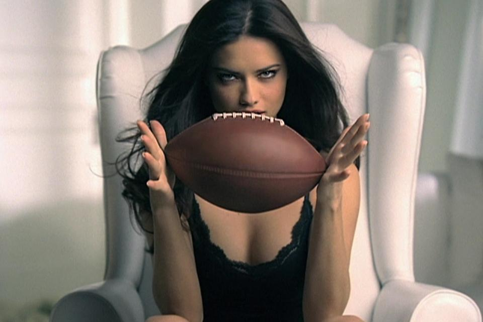 .@AdrianaLima wants U…2 vote for our '08 spot as one of #SuperBowl's Greatest Commercials VOTE http://t.co/NMHiJTuGUi http://t.co/tAeB2Ng905