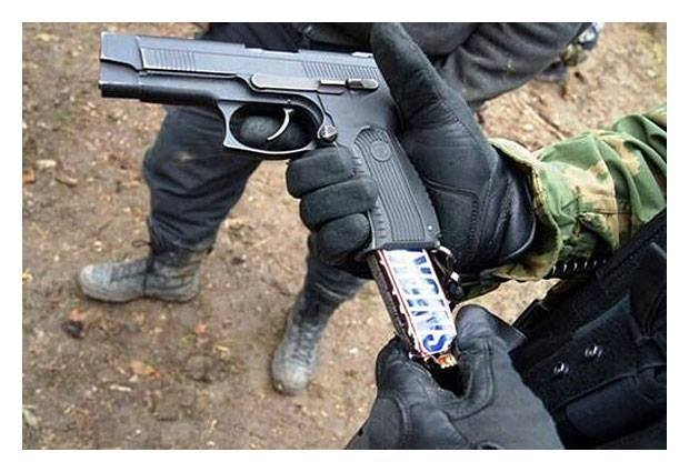 How to sneak candy into an American movie theater... http://t.co/hveCaVKyQa