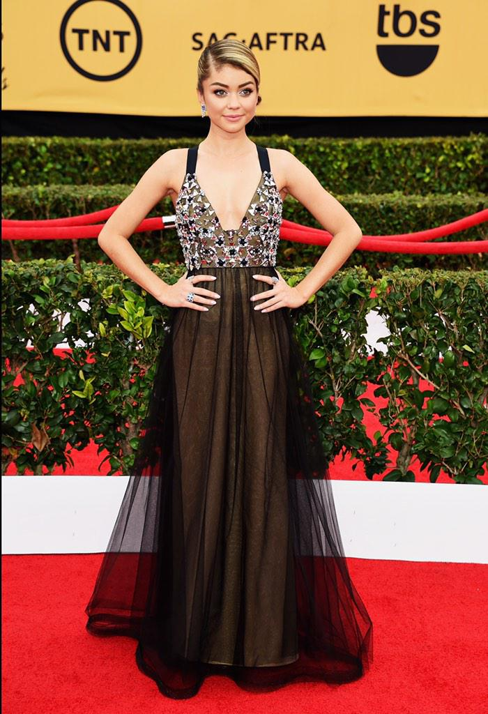 .@Sarah_Hyland wears custom Vera Wang Collection to the 2015 @SAGawards http://t.co/uaVcV0imLg #SAGawards http://t.co/1ZAdhyFXTN