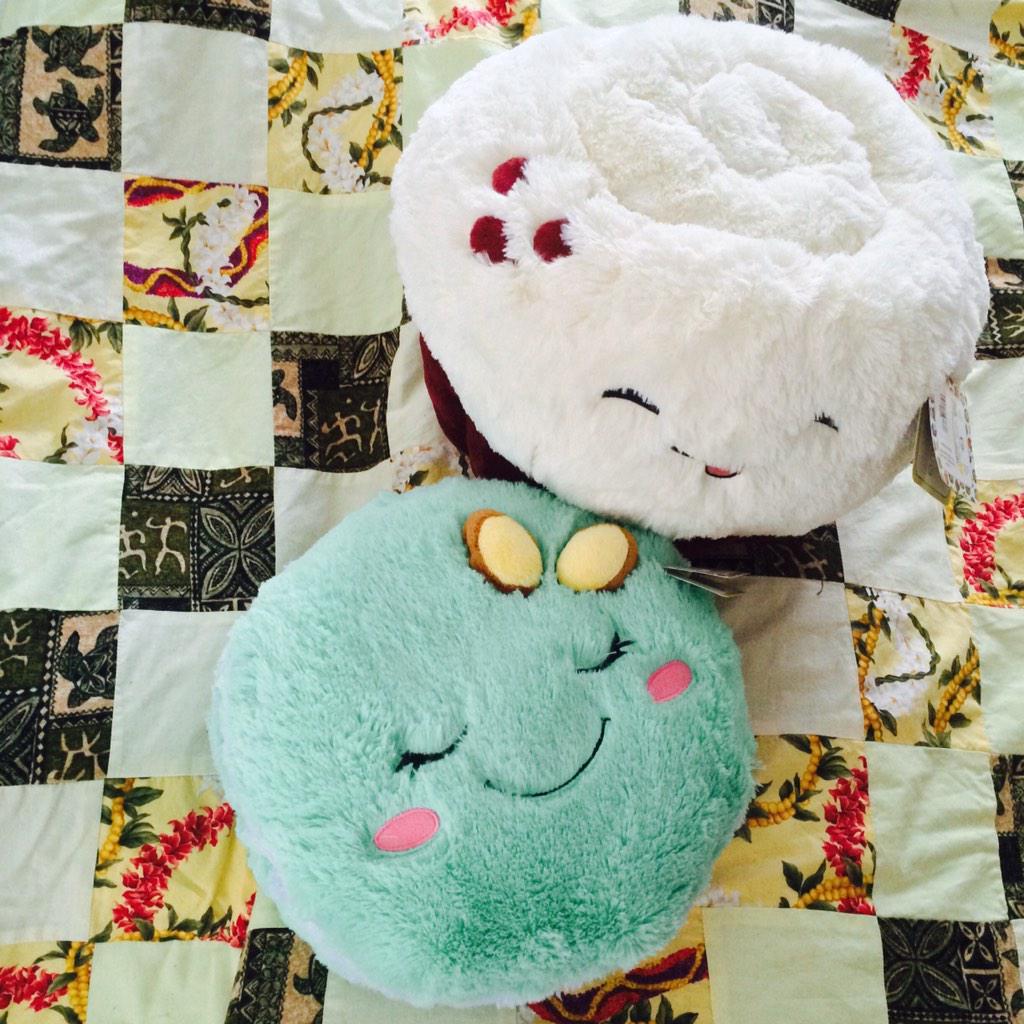 Love my new #macaron @squishable! #redvelvetcupcake is happy. #Squishables #fbloggers #blogger #plushie #foodie #LA http://t.co/OzOeeKiw9C