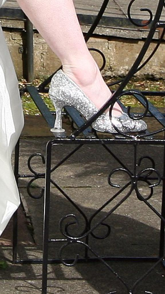 RT @HezBarr: @CleanHeelsUK my wedding shoes - 2012. Made my photos on grass possible. Amazing :-) http://t.co/1IZkcsGLrf