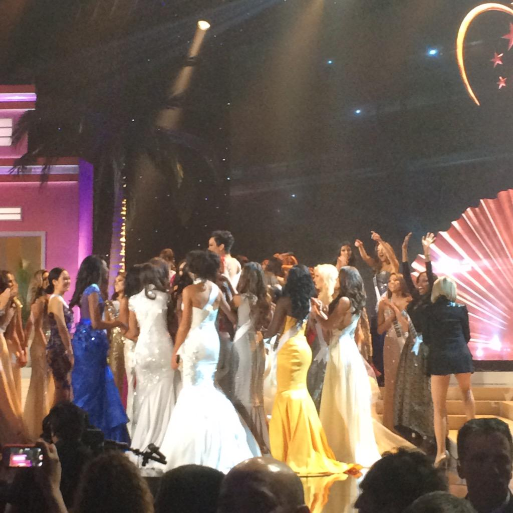 THEN a whole separate crowd of #MissUniverse girls went around Jamaica and literally lifted her in the air cheering http://t.co/36azHCJp4X