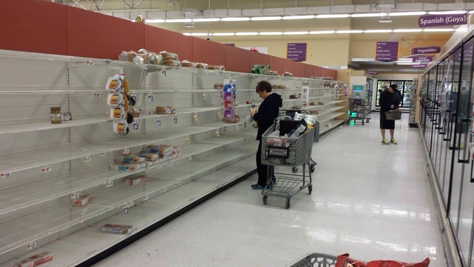 So there's 2 feet of snow coming to the NY/NJ area and this is what people do to the store shelves? Huh? http://t.co/ybOLHqwyhj