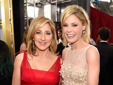 #EdieFalco & #JulieBowen are blonde bombshells on the #SAGAwards red carpet! http://t.co/9Jjiv5Kua2 http://t.co/XGyuDfLxVE