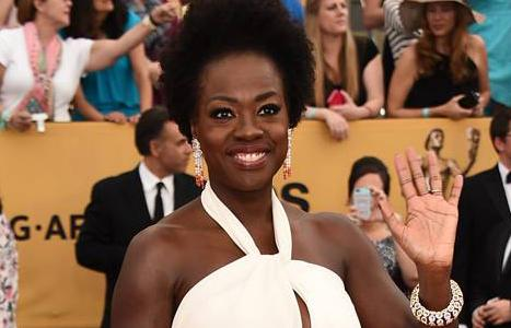 #ViolaDavis winter whites out on the #SAGAwards red carpet! http://t.co/IiMko3rwYo http://t.co/9ZaEDHUgKO