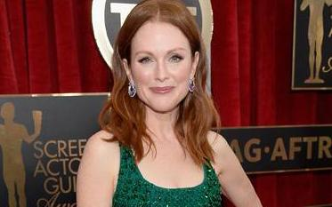 #JulianneMoore slays in sequins on the #SAGAwards red carpet! http://t.co/9HswIIDRKr http://t.co/47Xw1uwhQn