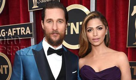 #MatthewMcConaughey & #CamilaAlves jazz it up in jewel tones at the #SAGAwards! http://t.co/VaAtTSOKTb http://t.co/UAL22eqnuF