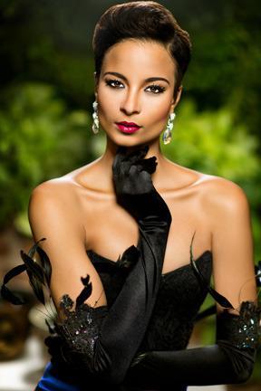 Miss Jamaica's cheekbones, tho #MissUniverse http://t.co/dNu3L51SU0