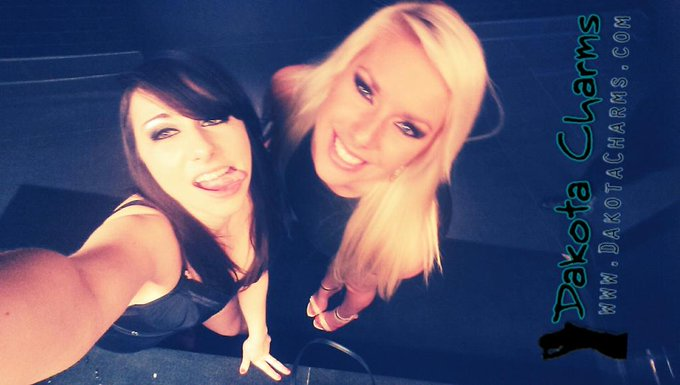 Best selfie ever with my #bff @cherrymorganxx #dakotacharms #cherrymorgan #selfie #Avns #avnshow #avnawards