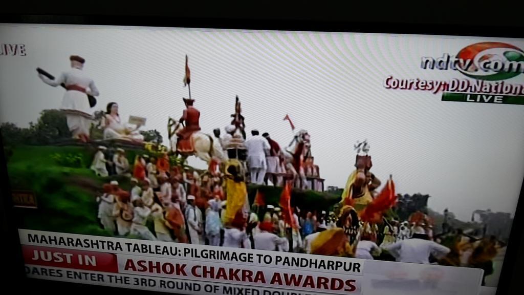 And a fabulous Maharashtra dances on Vithala Vithala. #HappyRepublicDay   @WeAreMumbai http://t.co/F0kzaAKDoW