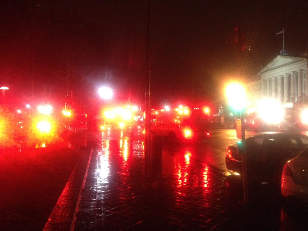 Earlier this morning emergency vehicles swarmed outside WHite House to investigate found device http://t.co/BrkujBJNnN