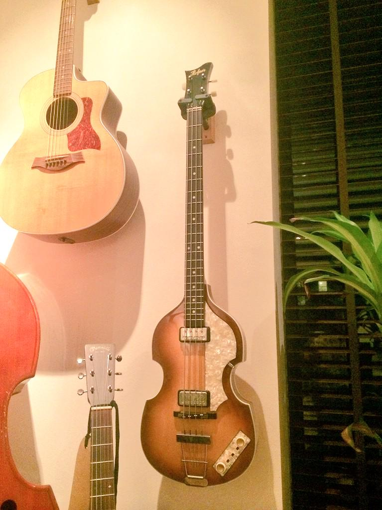 I have a genuine Hofner Bass for sale, only used on one record in one session. Box fresh German excellence. Takers? http://t.co/yc9Rn25oJO