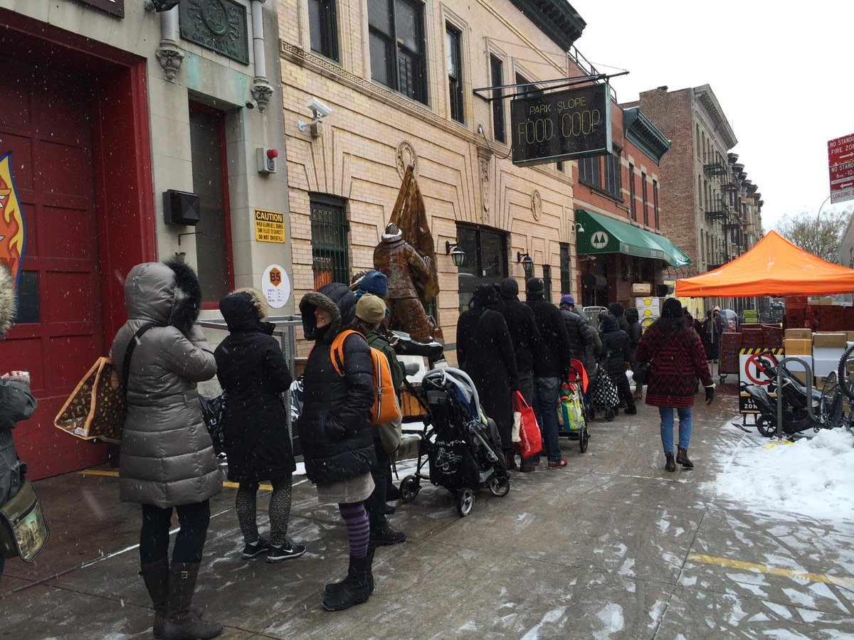 The line outside the Park Slope @foodcoop in preparation for the blizzard (pic by @the_zim):  http://t.co/imJ9oir4gY http://t.co/94DCzoz7EP
