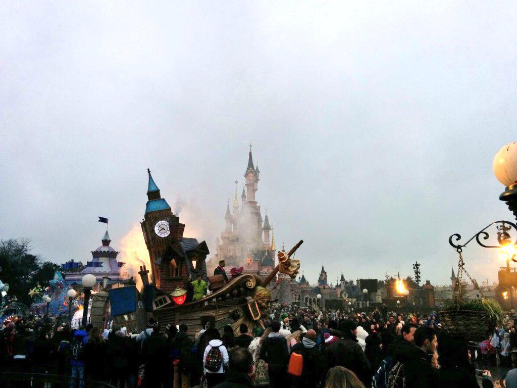 Retour de la Magie Disney en Parade - Page 3 B8SfGqnCUAAvQKm