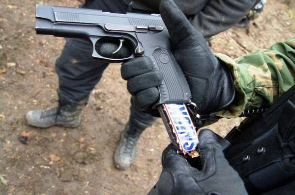 How to sneak candy into an American movie theater http://t.co/oBlcf0drCQ