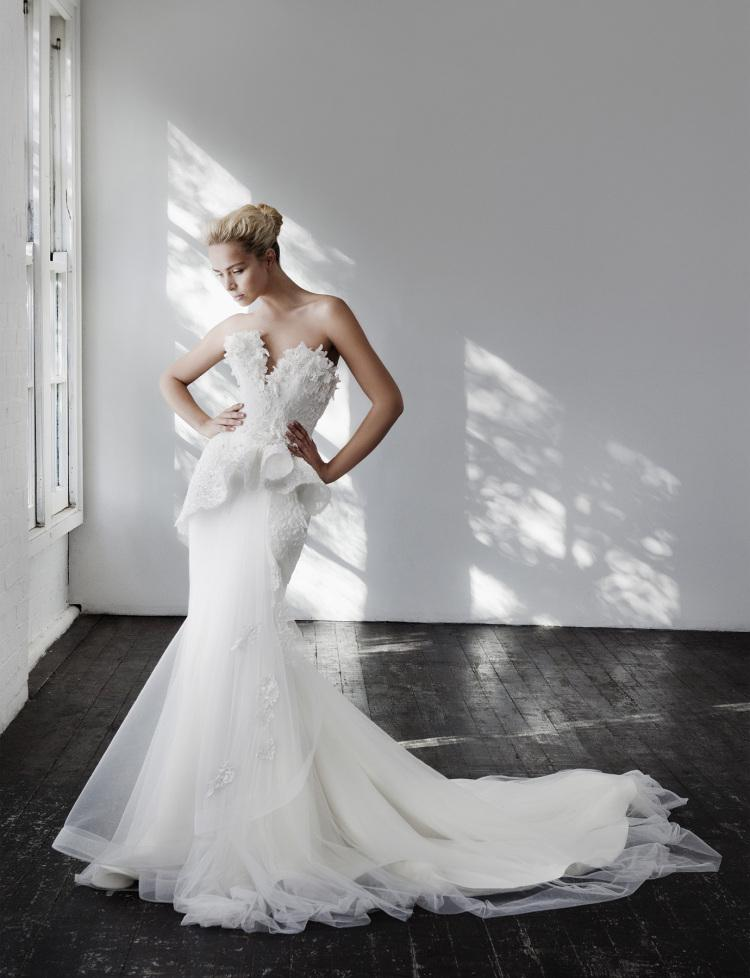 What do you think of this wedding dress? (It's one of our favs!) http://t.co/tQPN8avmHZ http://t.co/ridRD2MYrp
