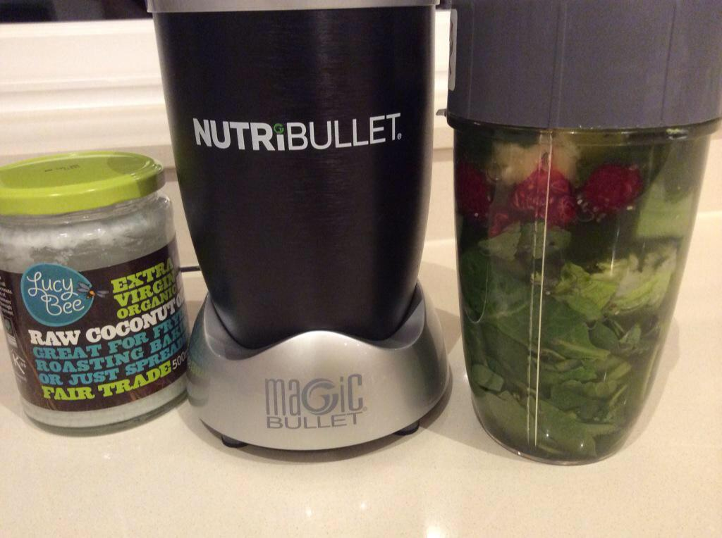 For those asking....spinach, lettuce, cuc, fresh ginger, fresh mint, juice of 1/2 lime, p'apple, raspberries, strawbs http://t.co/aPxku2waAN