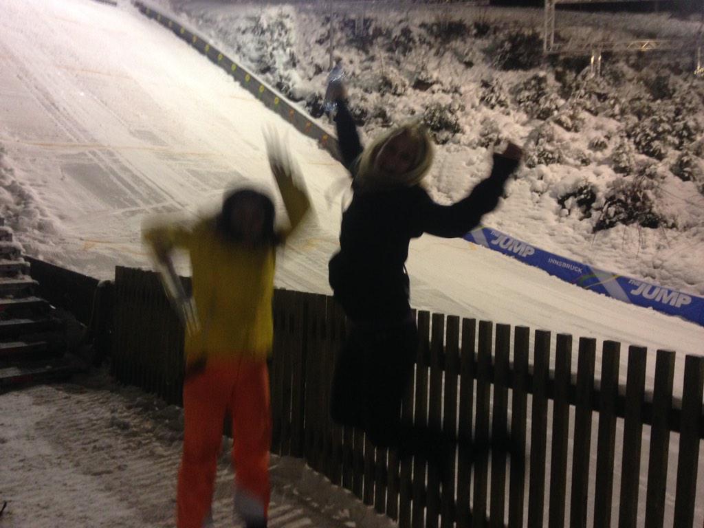 RT @MadeleyChloe: This is what happened when @LouiseAThompson and I got promoted at Jump Training! GLEEFUL! Thank you @SkiJumpingUK !xx htt…