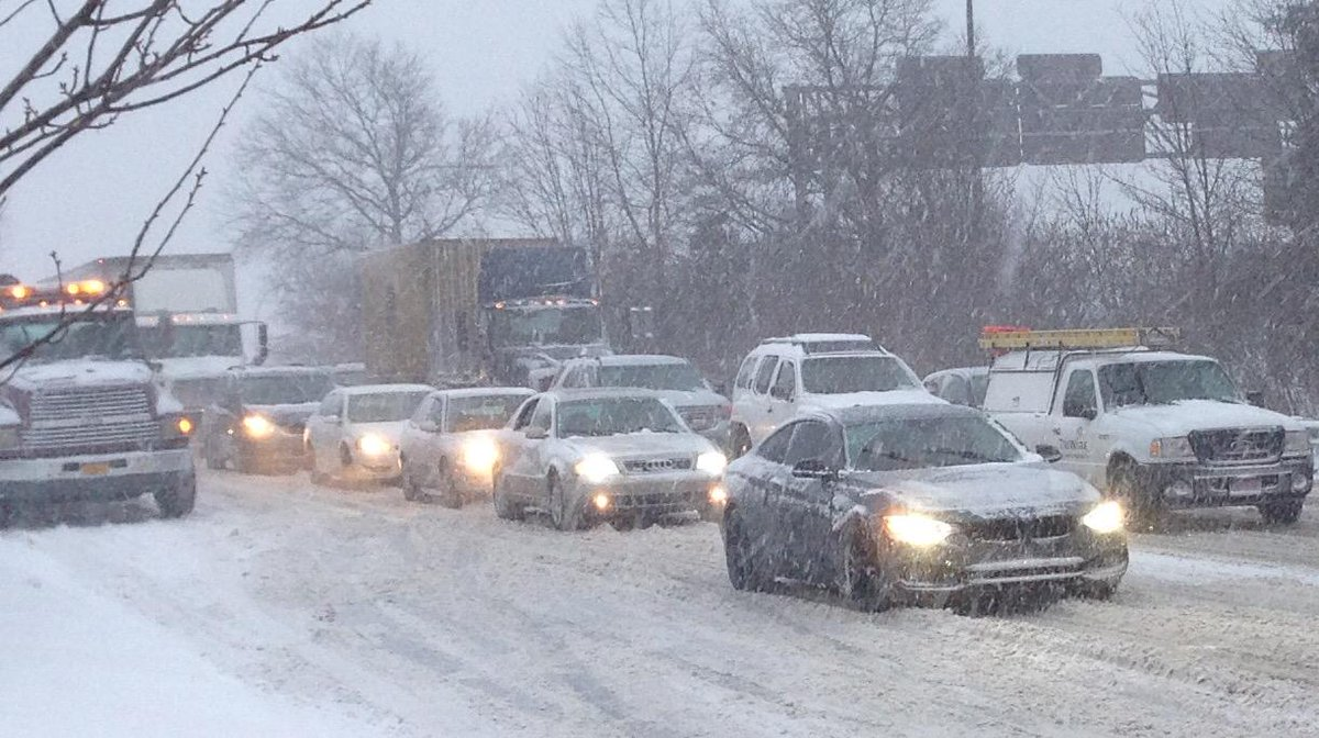 The dash home #blizzardof2015 Heavy snow Gusting winds Traffic crawling along Long Island XWay 11pm NY travel ban http://t.co/ZQ8y29MN1S