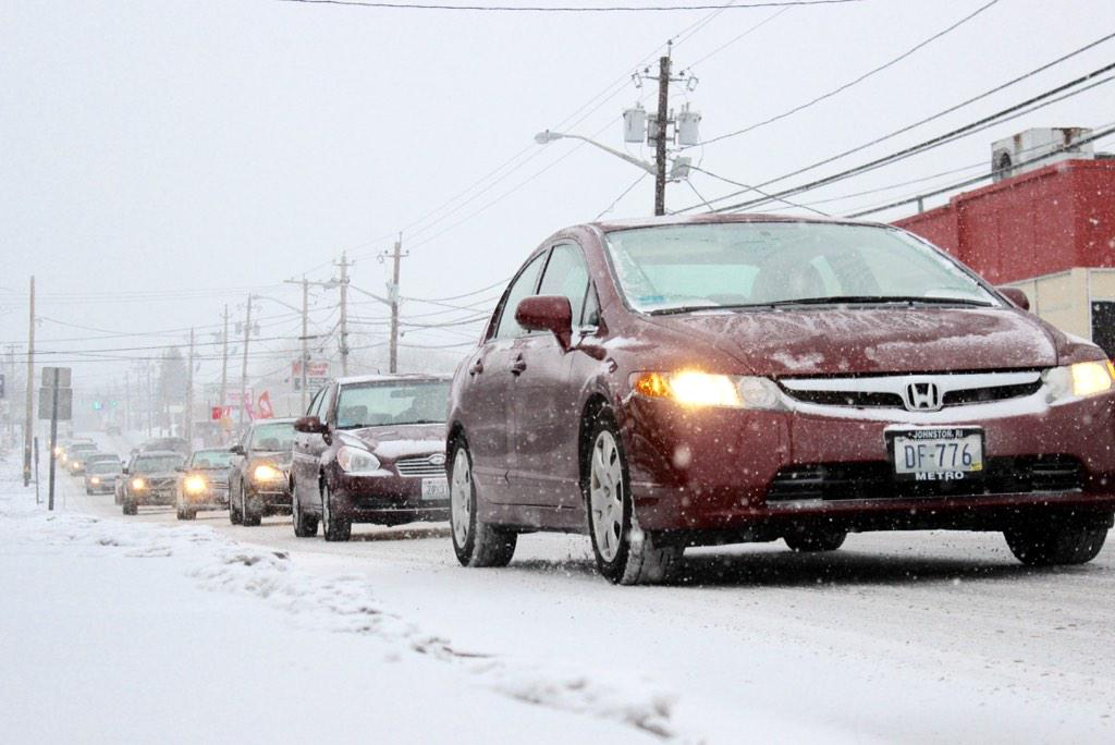 Traffic crawls on MSA in North Providence as snow begins falling today. @northprovri @RhodeIslandEMA #Blizzard2015 http://t.co/1mKD62nrPl