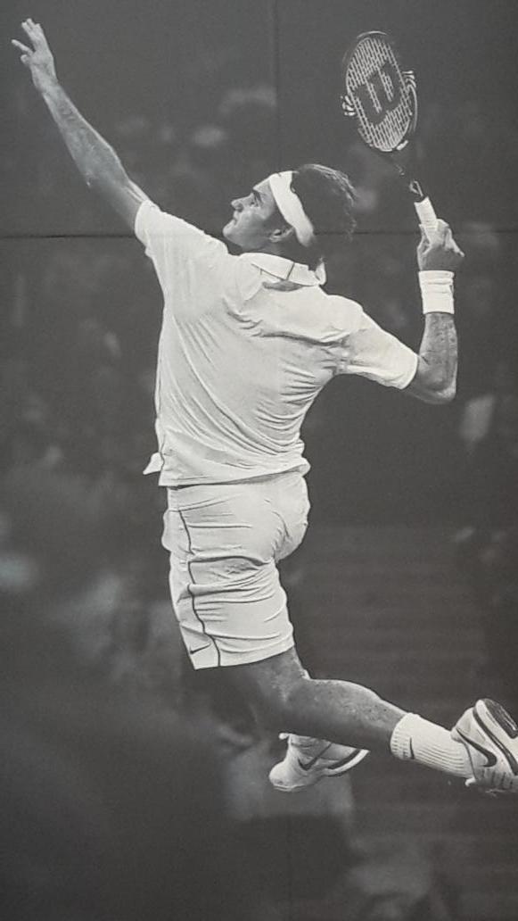 Caderas d frente, rotación de hombros al mismo tiempo. Posición perfecta d codo y raqueta. Todo en el aire. Perfecto. http://t.co/9hePDWTAgi
