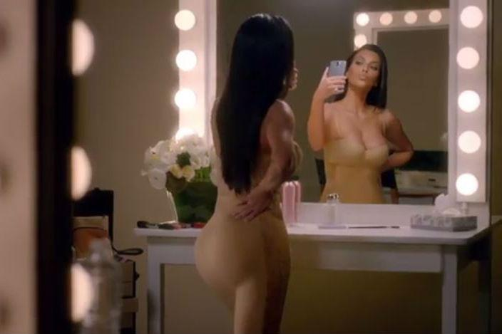 Watch @KimKardashian mock herself in her @TMobile Super Bowl ad http://t.co/7PCzU22zmg http://t.co/8ldDxtXS1j