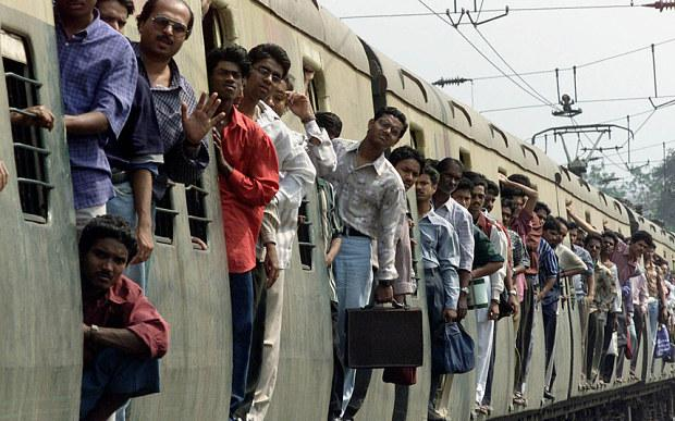 Foto Selfie su Facebook e Instagram: muoiono 3 studenti in India sotto un treno
