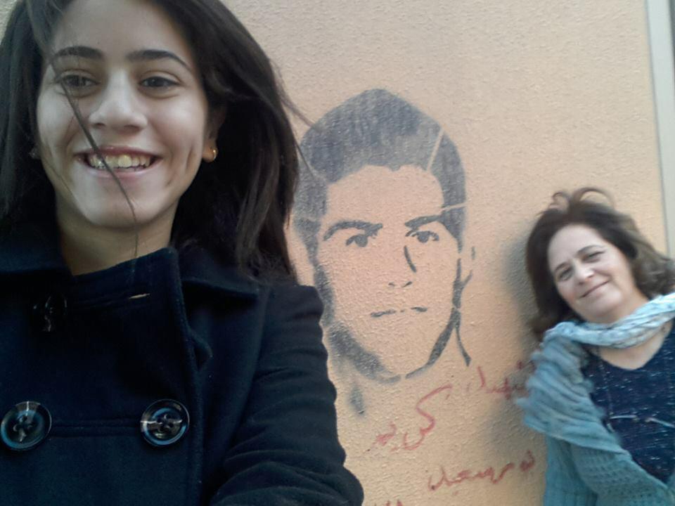 الشهيد كريم خزام مع امه واخته :) http://t.co/kvyGTesobI