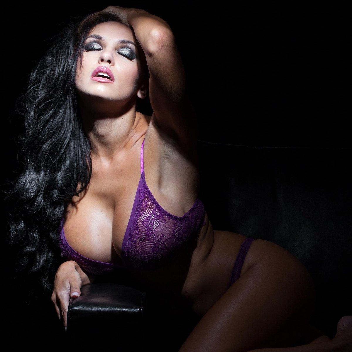 nude pussy massage