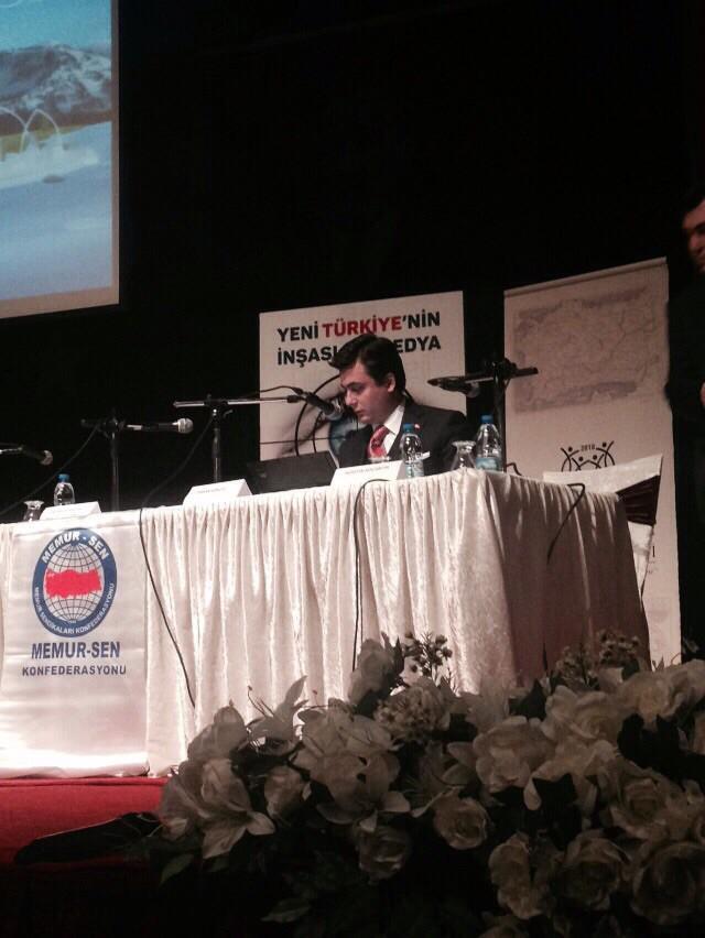 """Bu akşam İzmir'de Memur-Sen'in düzenlediği """"Yeni Türkiye'nin İnşası ve Medya""""adlı panele katıldım. http://t.co/iUE0T4pd7R"""