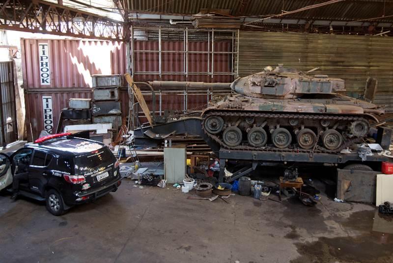 La policía brasileña busca coches robados y encuentra dos tanques de guerra