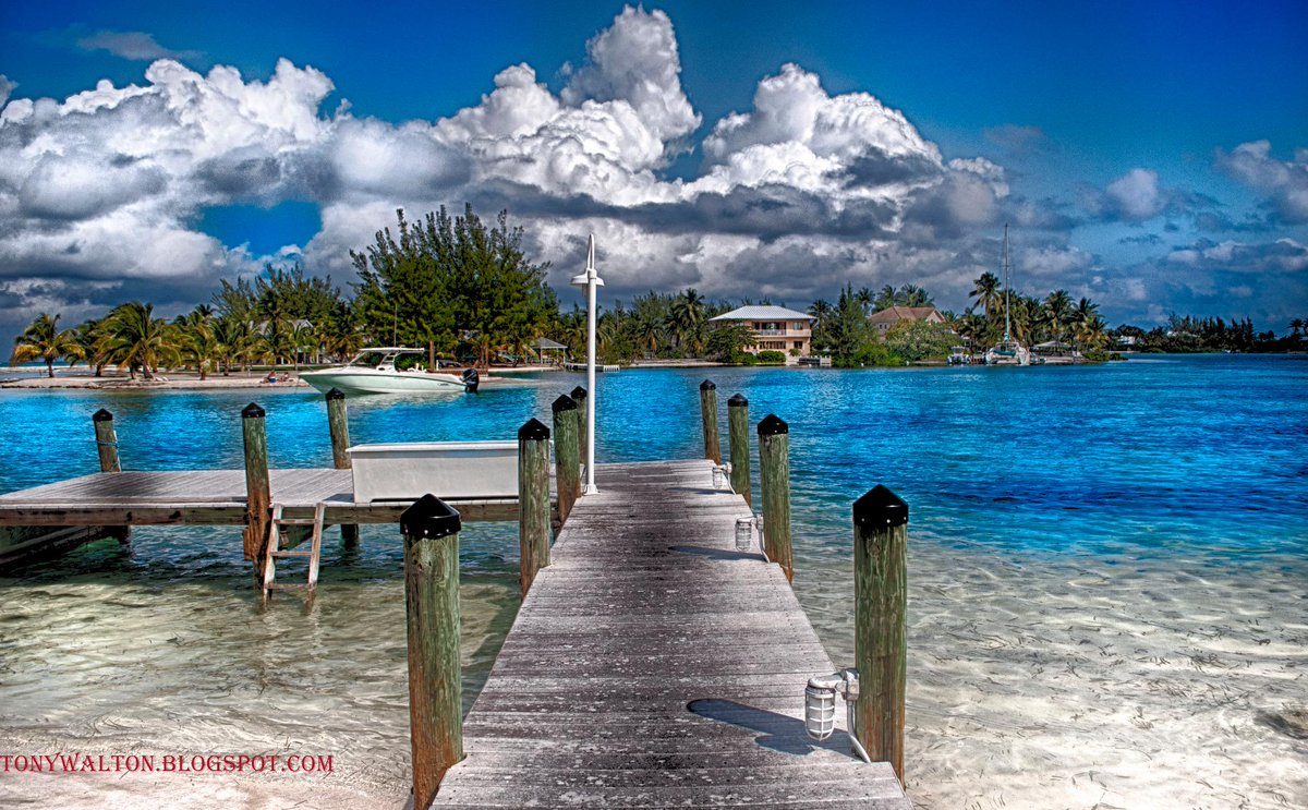 Nice. RT @caymanchess: a pier on sunday morning 11:59 AM #cayman #photography #caribbean http://t.co/CYaAtS5EnG