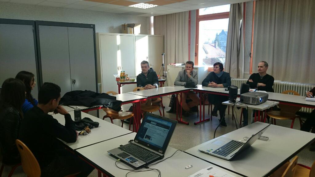 Présentation Web-radio 3ème du collège Cressot Joinville @Canopé @VilleStDizier #forumatice #EcoleNumerique http://t.co/2qL1Vc49sz