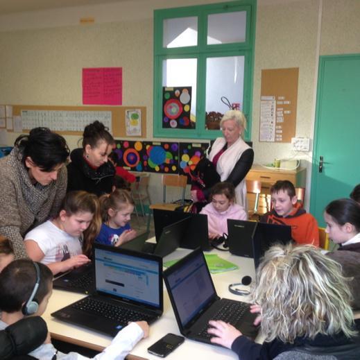 Parents et élèves travaillent ensemble sur l'ENT à l'école Jules Ferry St Dizier #forumatice #EcoleNumerique http://t.co/B9IAlraklj
