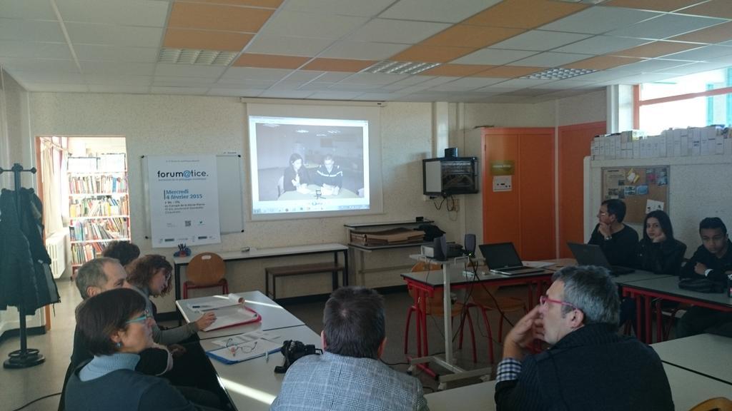 Les élèves collège Cressot expliquent interviews Web-radio @Canopé @VilleStDizier #forumatice #EcoleNumerique http://t.co/a8ZeZAShpB