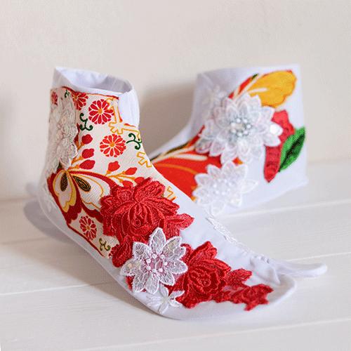 昔ブツ撮りさせてもらった足袋がすごい可愛い。一つ一つ手縫いで手作り。 pic.twitter.com/pEHTfZVnuO
