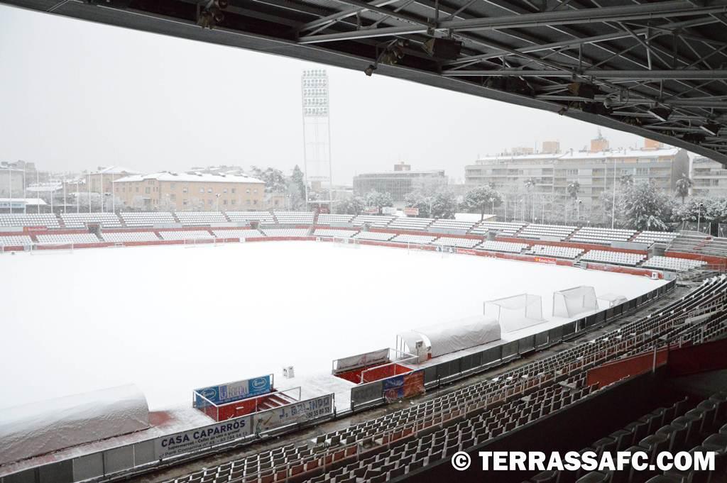 Un dia de Neu a l'Estadi Olímpic de #terrassa #futbolcat #3div5 #futbol http://t.co/0DYGCviYPv