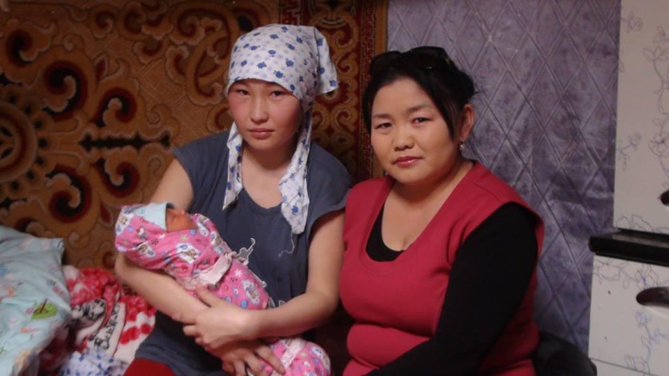 3 сая дахь иргэн маань ээжтэйгээ сэтгүүлч эгчтэйгээ гэнээ FB-s авав. http://t.co/ZU3WvzO5qA
