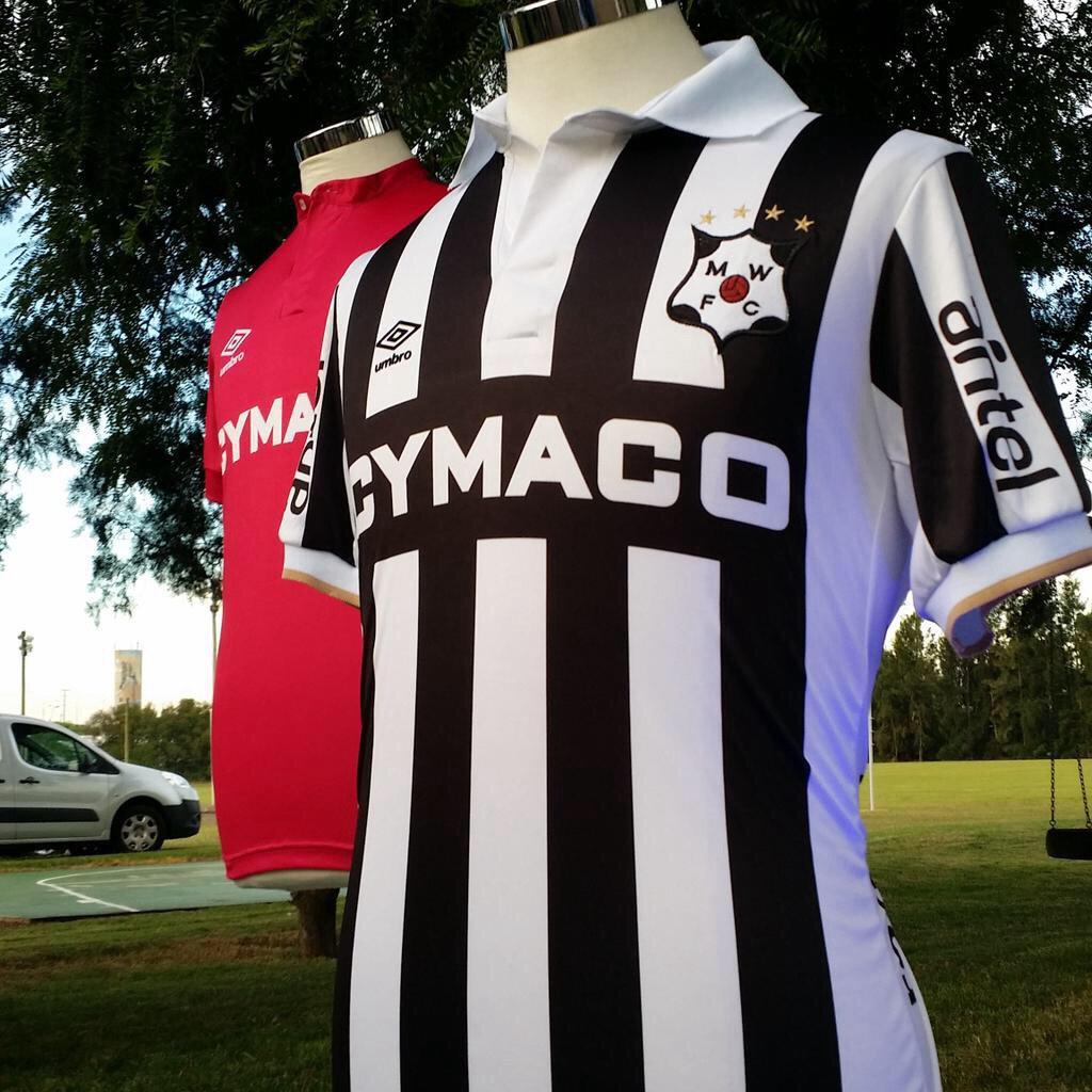 Camiseta oficial  UmbroUruguay para la temporada 2015.   BohemioElegantepic.twitter.com 5RlOkg6Zgq cd28aa93faadf