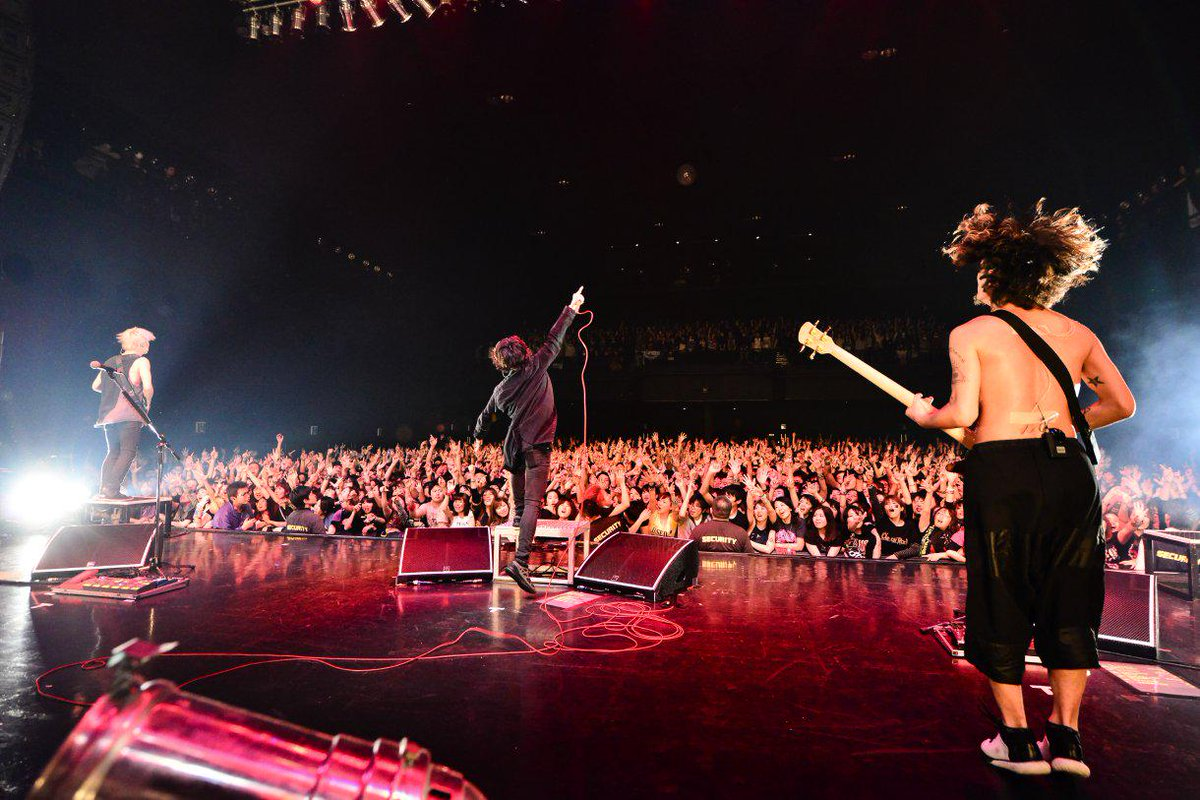 "Thank you Tokyo!!  ""Ten hundred Miles Tour 2015″  #ONEOKROCK"