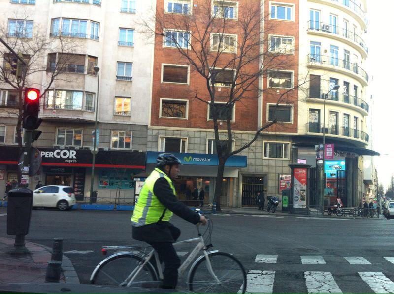 Cruzar por el paso de peatones en bici ¿es peligroso en función de si es legal o no?